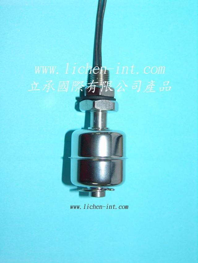 浮球開關是一種結構簡單,使用安裝方便的液位控制器。它沒有複雜的電路,不會受到干擾,只要材質選用正確,在任何環境下液體、壓力或是溫度皆可使用。 開關操作 按照安裝位置的不同,這些開關上的浮子隨液位的上升或下降而移動。將開關旋轉180°,開關的動作可以是N.O.(常開)或N.